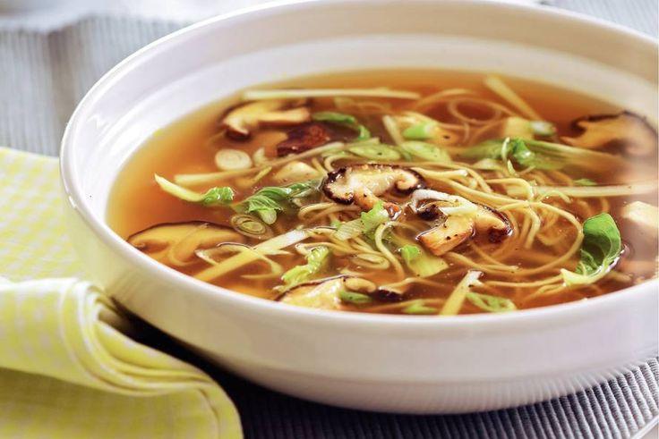 Oosterse noedelsoep met shii-take, nog lekkerder wanneer je op het laatst wat koriander toevoegt.