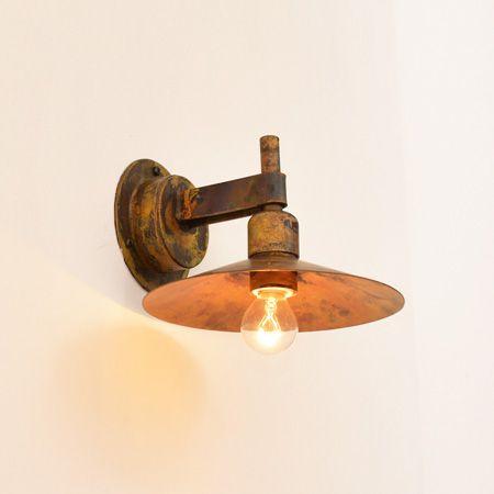 門灯として人気のデザインの壁付け照明です。