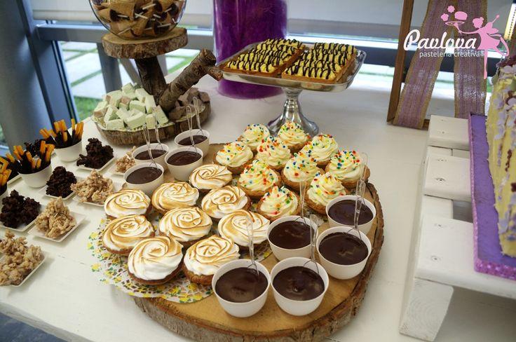 Mesa boda dulce postre fiesta novios tarta limón merengue mousse chocolate bombones