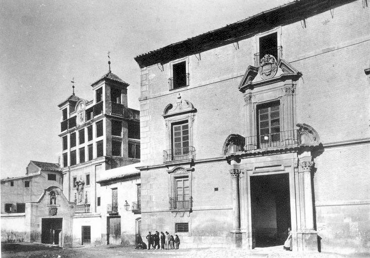 El Gobierno Civil estaba ubicado en el antiguo palacio de los Marqueses de los Vélez, al inicio del actual Paseo de Alfonso X, entre las Claras y las Anas . Colección M. Manzanera