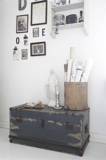 .Love the vintage trunk !!