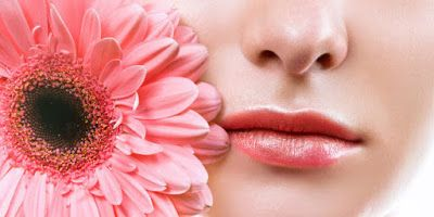 Info cara memerahkan bibir secara alami, melakukan perawatan bibir dengan tradisional, memerahkan bibir dengan lipstik bibir