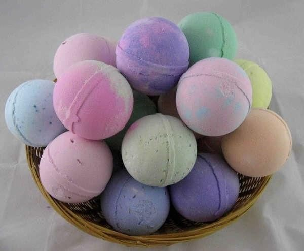 How To Make 21 Essential Oil Lush Bath Bombs Homemade Bath Products Diy Bath Products Homemade Bath Bombs
