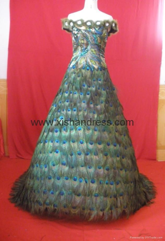 peacock feather evening dress | Peacocks glimpses | Pinterest