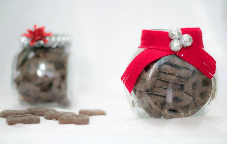 Dulcero grande con pretzels cubiertos de chocolate