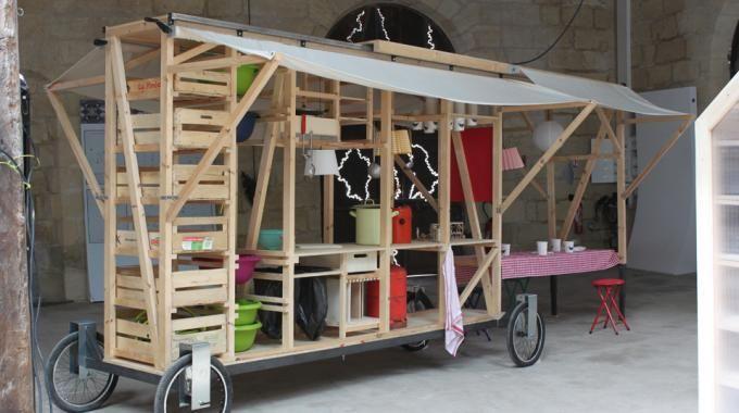 """Bientôt dans votre quartier ? Clémence Rougé, Celia Dérijard et Yvonne Fandke, étudiantes de DSAA DETH ont remporté le concours Mini Maousse 5 """"Ma cantine en ville"""" fin 2012. Leur prototype était présenté à AGORA, la Biennale d'Architecture à Bordeaux."""