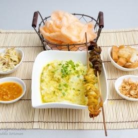 bubur ayam (indonesian chicken porridge) - indonesian food