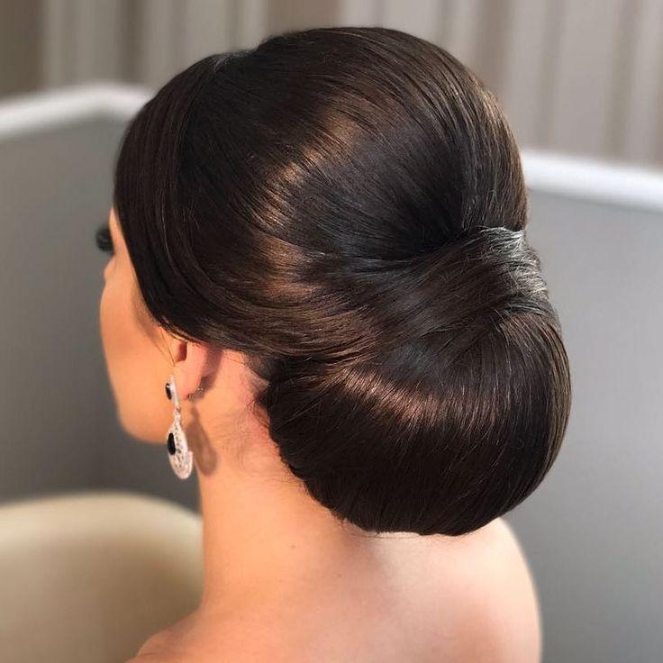 Coque baixo: veja tutoriais fáceis e 30 inspirações incríveis (PASSO A PASSO) | Wedding hair inspiration, Bun hairstyles, Princess hairstyles