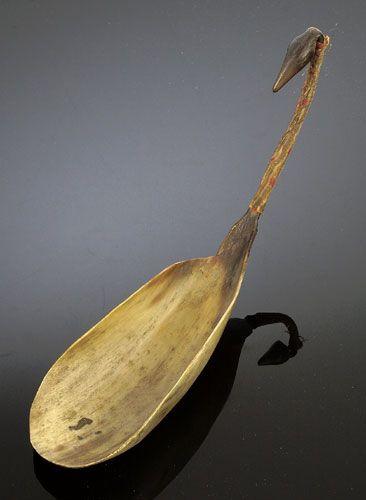 sioux  horn spoon | Cowan's Auctions Inc. Image 1 SIOUX COW HORN EFFIGY SPOON,