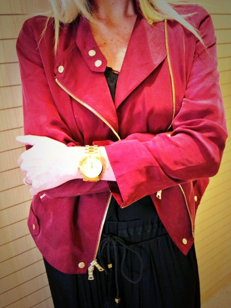 Spotted: Vanessa rocking the perfect crop jacket for Spring #EdelStyle #ClubMonaco #MichaelKors #Edelstyle