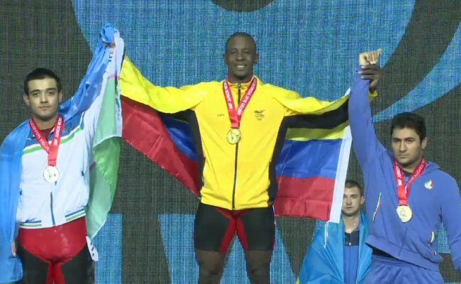 Lesman Paredes, campeón mundial junior de levantamiento de pesas en el arranque de los 94 kilogramos, el 30 de junio en Tbilisi, Georgia.
