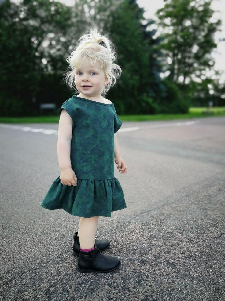 """Mili"" Sød og sej kjole i fast bomuld #løvenhardtcopenhagen #lovenhardt #minimodel #mili #kjoler #børnetøj #kidswear #barnkläder #klänning #dresses #børnetøj #danskdesign #egetdesign #handmade"