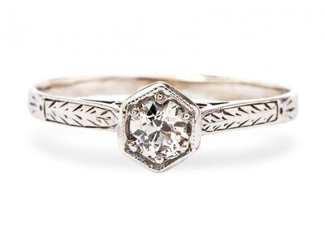 Vintage Diamond Engagement Ring for under $1500 // that's different looking! I kinda like it