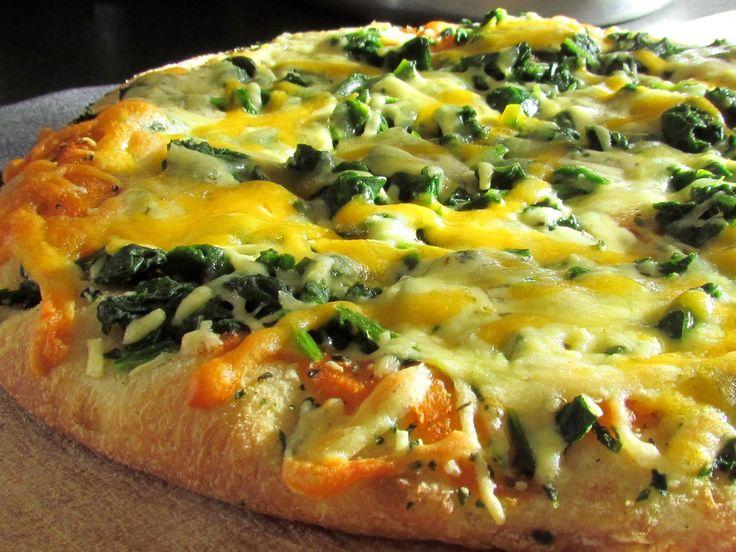 Las espinacas, bajas en calorías, ricas en fibra y saciantes. Además puedes cocinarlas de mil maneras. Incluso en una pizza!