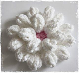 Häkelblüte. Tutorial in German.Crochet Flowers, White Flower, Flower Tutorials, Diy And Crafts, Crochet Tutorials, Tutorialcrochet Flower, Crocheted Flower, Tutorials Crochet, Crochet Flower Tutorial