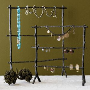 Money may not grow on trees but apparently great jewelry holders do! #DIY Twig Jewelry Stand