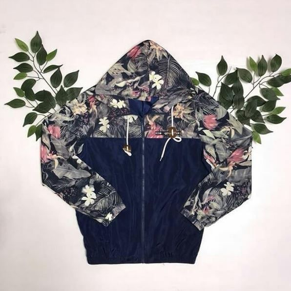 Come pick up this awesome floral windbreaker for the warmer weather approaching! Also come check out all the spring styles we recently put out on the floor! Windbreaker // L // $15 #platosclosetcambridge #stylesforall #gentlyused #spring #thriftyfinds #shoplocal | www.platosclosetcambridge.com