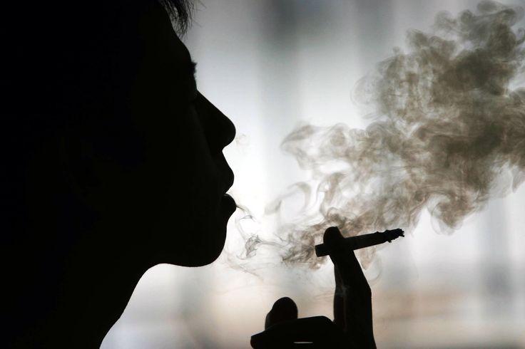 """A DPOC (Doença Pulmonar Obstrutiva Crônica) é uma doença dos pulmões intimamente ligada ao tabagismo, que diminui a capacidade para a respiração, comprometendo a qualidade de vida do paciente.Saiba mais sobre a patologia, sintomas e tratamentos disponíveis, assistindo ao vídeo com o Dr. José Jardim, professor de Pneumologia da EPM/Unifesp e coordenador do PrevFumo -...<br /><a class=""""more-link""""…"""