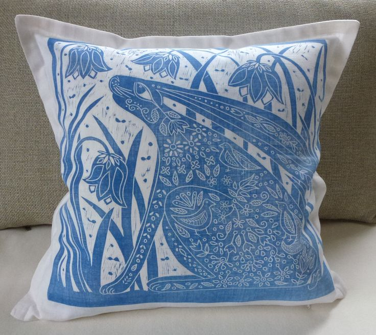 GIVE AWAY! Leave a comment on my www.facebook.com/cascadastudio page and you're in the draw for this cushion cover, it has a tiny fault (just so you know;o) draw closes 15th of December! xx Mariann