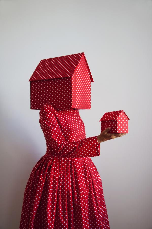 Rood met witte stippen, 2012 Guda Koster clothes, fashion, textile, faceless, red, polkadots, house, woman