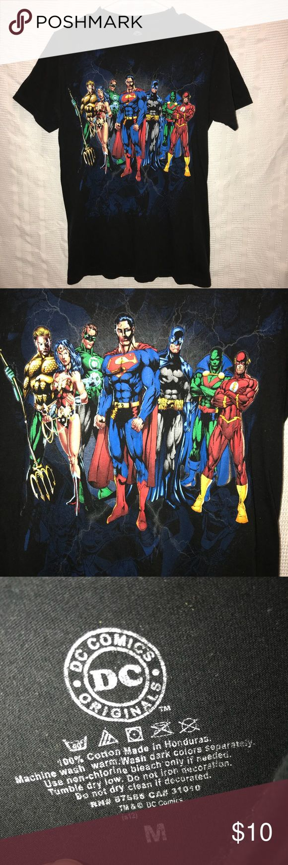 "DC comics justice league short sleeve t shirt sz M Awesome t shirt that comes with a black color and has the justice league on the front. It has been worn before so the color has very slight fading but is still in good condition. The shirt comes with a slim fit. The chest measurement is 36"", the shirt length is 27"" DC comics Shirts Tees - Short Sleeve"