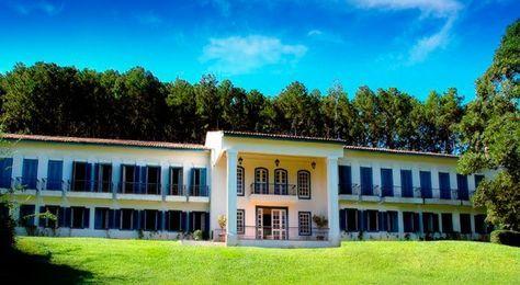 Um dos mais belos hotéis-fazenda de São Paulo, o Dona Carolina, está instalado em uma fazenda de caf