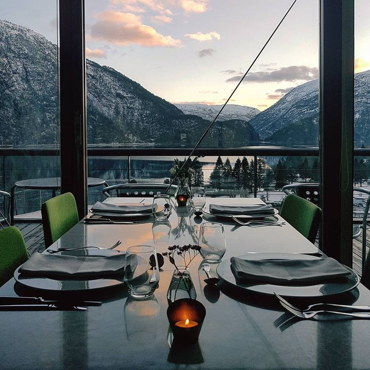 """Energihotellet (@energihotellet) na Instagramie: """"..::dinner time::..   #dinner #niceview #friday #weekend  #sunset #mountains #nature #calm…"""""""