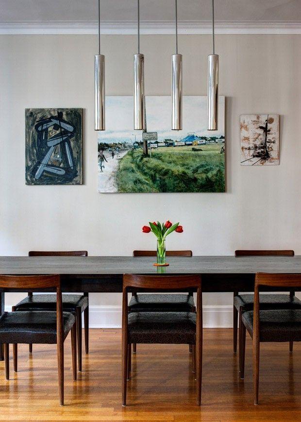 O quadro central que decora a sala de jantar de Laura Karetzky foi criado pela artista. Brooklyn Heights, Nova York, NY, USA.   Fotografia: Bruce Buck/ The New York Times.