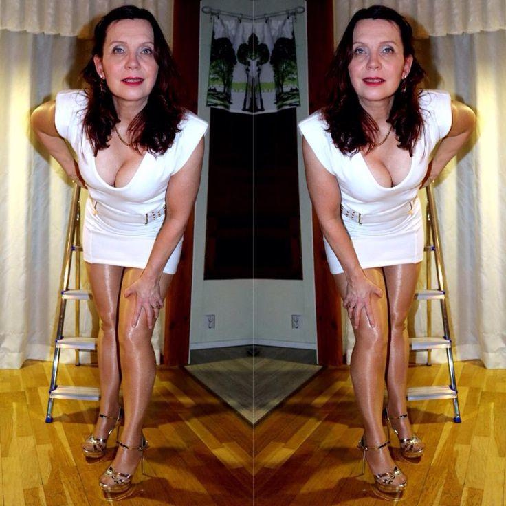 Mirrorimage nebo doublevision? Jednou mi pro každé oko 🙃.   #highheels    #sandals    #stilettoheels    #tacchi    #tacones    #platformheels    #modatoi    #legs    #gambe    #tights    #pantyhose    #collant    #glossy    #wolford    # Neon40    #minidress    #whitedress    #mirrorimage    #mode    #fashion