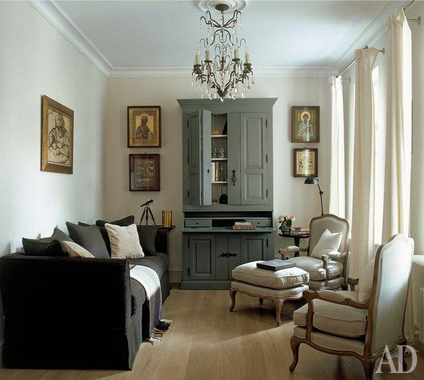 Комната для игр и по совместительству малая гостиная. Мебель и люстра, Flamant.