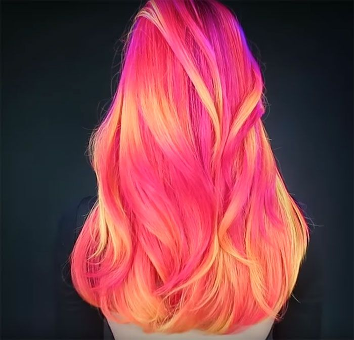 People Are Loving This New Glow-In-The-Dark Hair Trend, http://happybrainy.com/glow-in-the-dark-hair-trend/