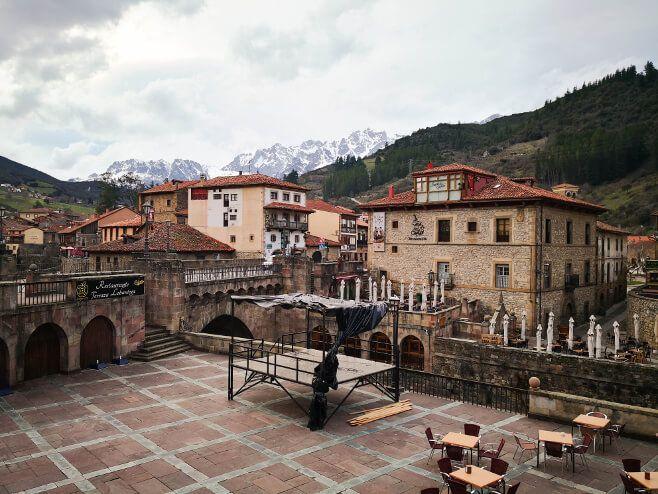 Potes Uno De Los Pueblos Más Bonitos De Cantabria Pueblos De España Viajar Por España Lugares De España