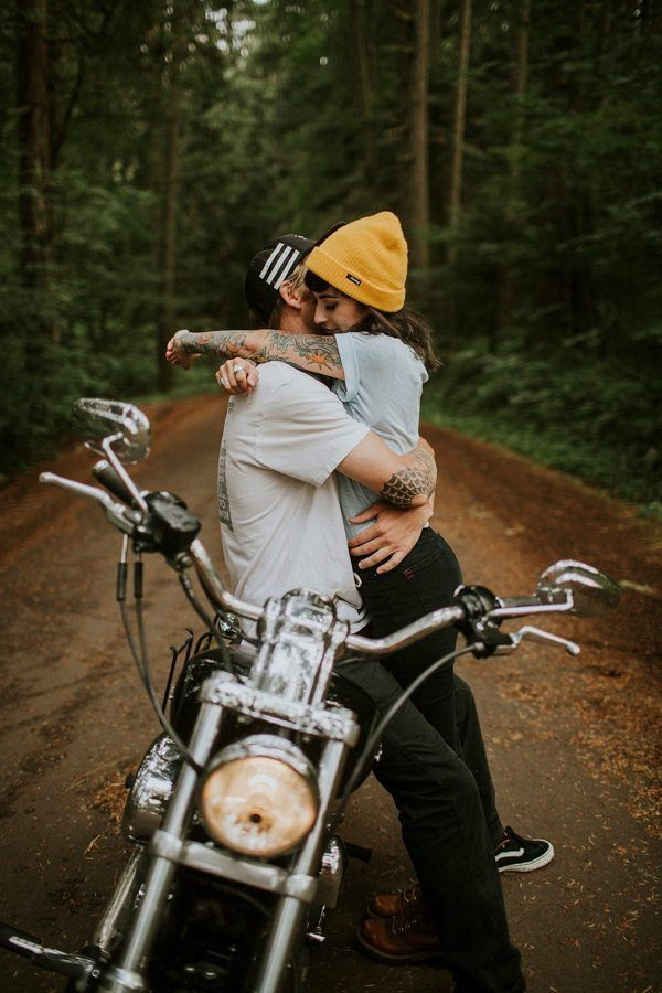 Motorcycle engagement photos | Enagement photo idea | Image by Dawn Photography