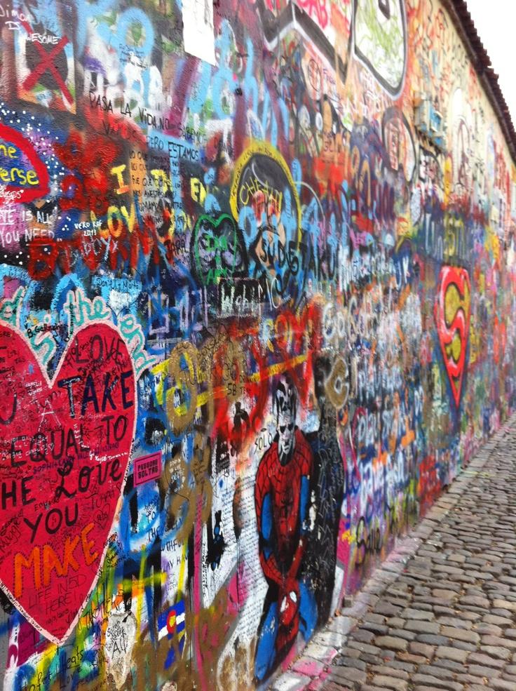 Praha John Lennon Wall.