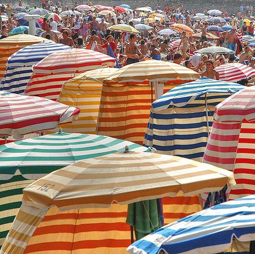 Biarritz, brilliant stripes on the beach! #essenzadiriviera www.varaldocosmetica.it/en