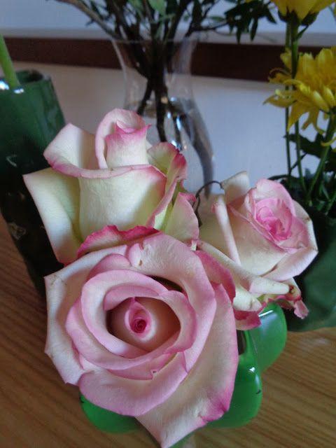 Come valorizzare un anonimo mazzo di fiori del supermercato https://lefotodiluisella.blogspot.it/2017/03/composizione-floreale.html