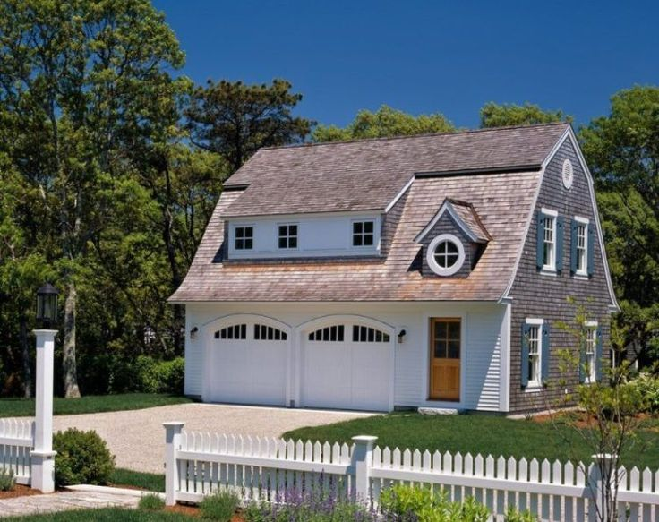 With that in mind, here we provide you 40 best detached garage models that you can find out that can make your house more stunning!