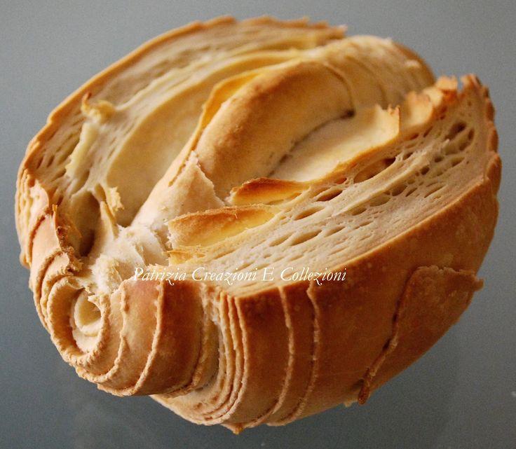 La mantovana e' un pane a pasta dura tipico della provincia di Mantova. A fine cottura non deve essere troppo dorata. La sua form...