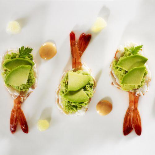 Avocat-crevettes revisité dans un esprit gastronomique à la maison par le chef Jean-Alexandre Ouaratta