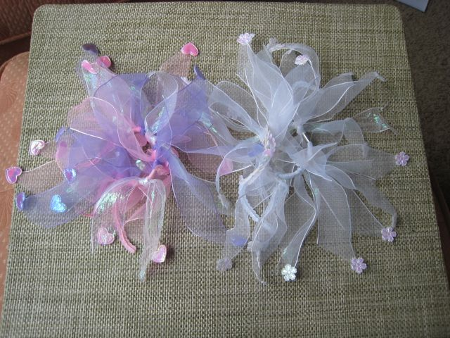 Pretty hair binders you can make yourself. All you need is a hair binder  and ribbon. Another no-sew project! kid gifts  10b74bdda2e