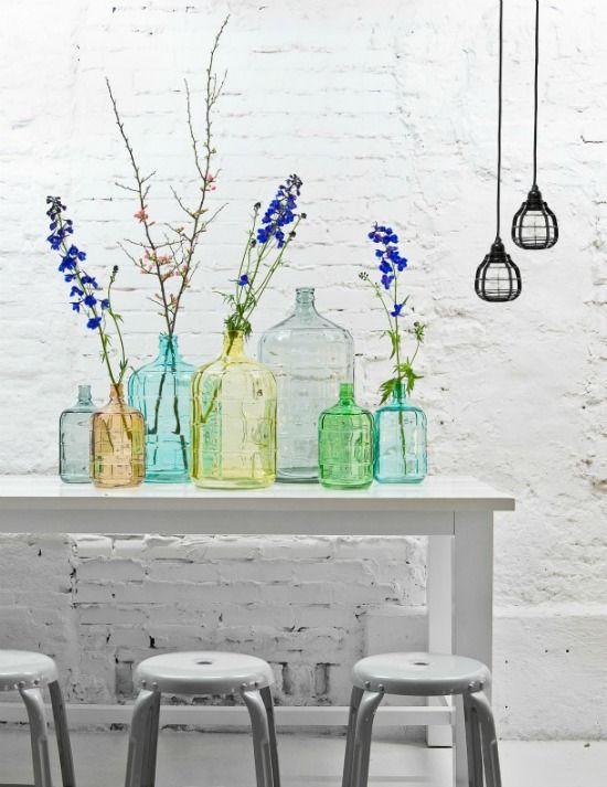 We hebben allemaal wel eens lege wijnflessen, glazen potjes waar groente in zat of decoratieve fless...