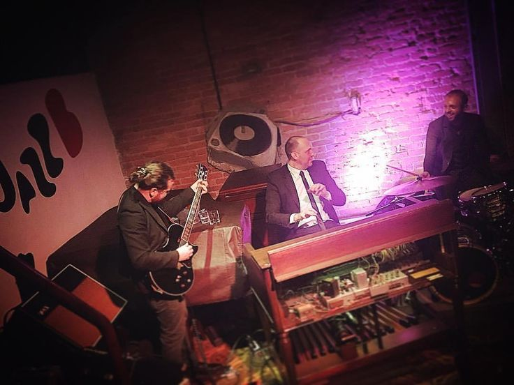 O Hammond Grooves se apresenta no @jazzbclub este sábado às 22h. Já tem seu ingresso? http://ift.tt/2m9UKhK. . . #hammondgrooves #organtrio #jazzorgan #organjazz #music #hammondorgan #guitar drums #hammondb3 #guitarra #bateria #lesliespeaker #souljazz #groove #funk #blues #centrodesaopaulo #vemprocentro #jazzbrasil #jazzb #agendajazz #vejasp #musica #friends #jazzemsampa