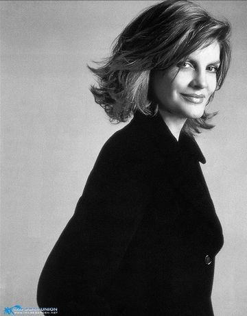 Renee Russo fabulous hair - since Thomas Crown Affair, I have coveted her hair and fashion sense.  Mm Hm