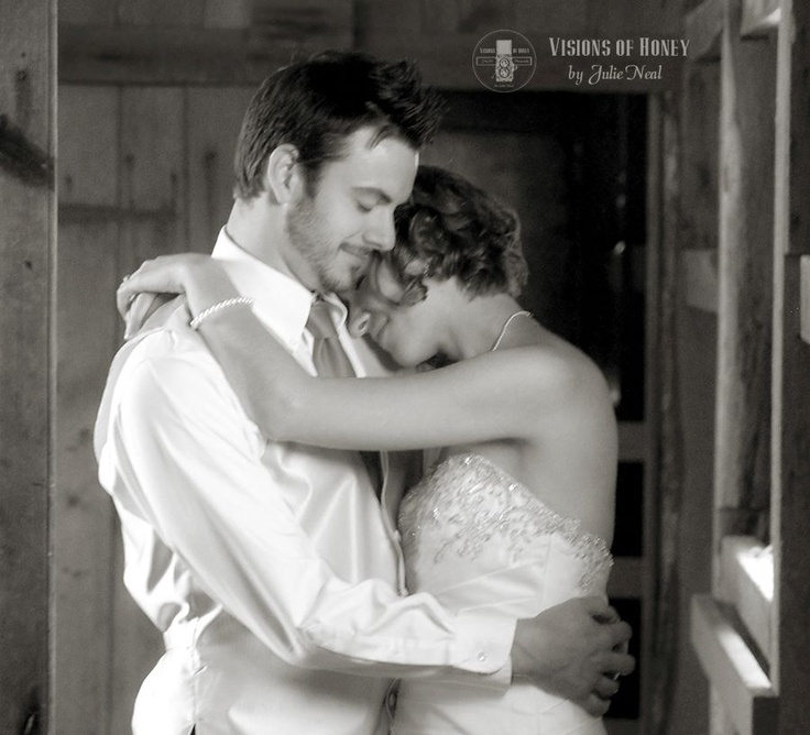 #wedding #bridal #dress #portrait #ideas #barn #country #couple #photos