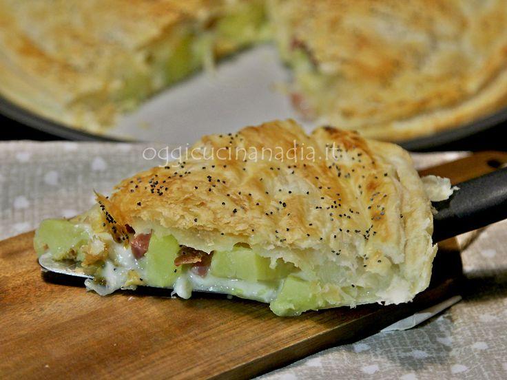 Il rustico con patate speck e taleggio è una torta rustica salata con base di pasta sfoglia, facile da preparare e perfetta per una cena sfiziosa