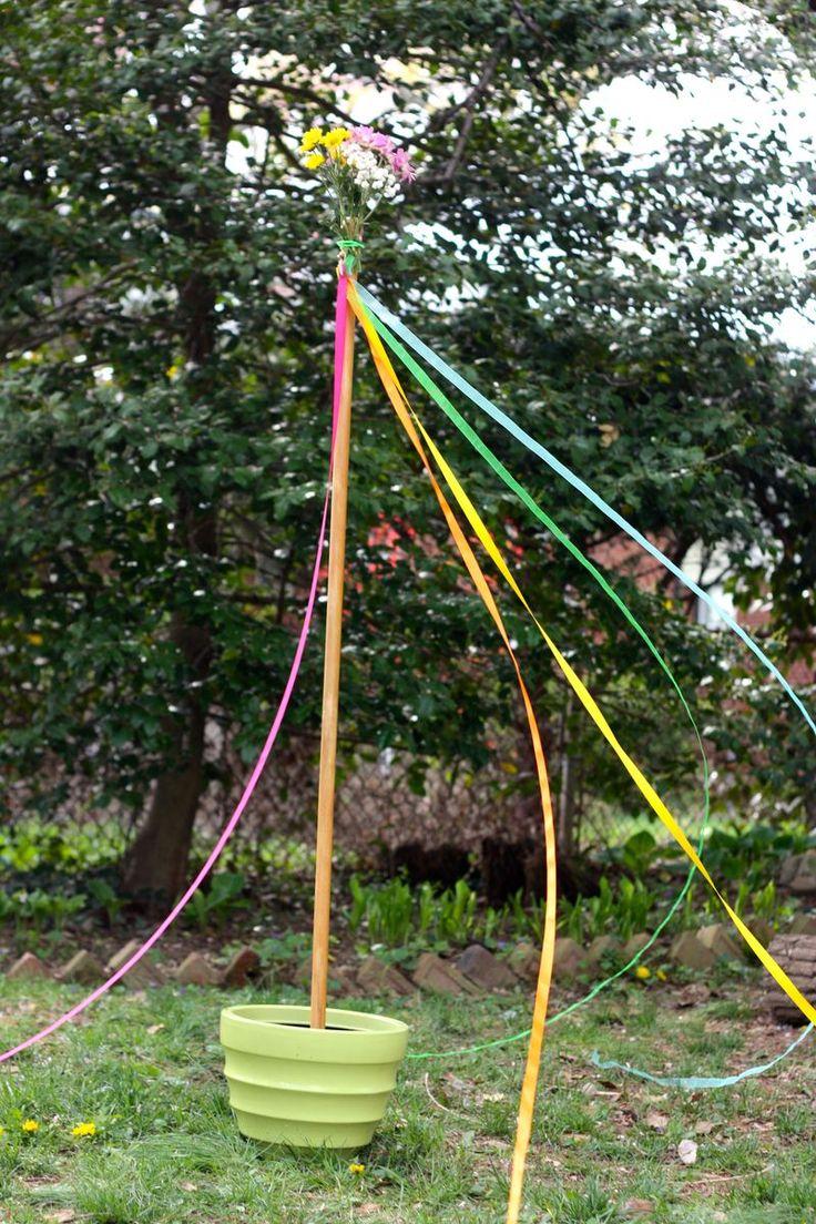 DIY mini maypole...a May Day celebration for your backyard...