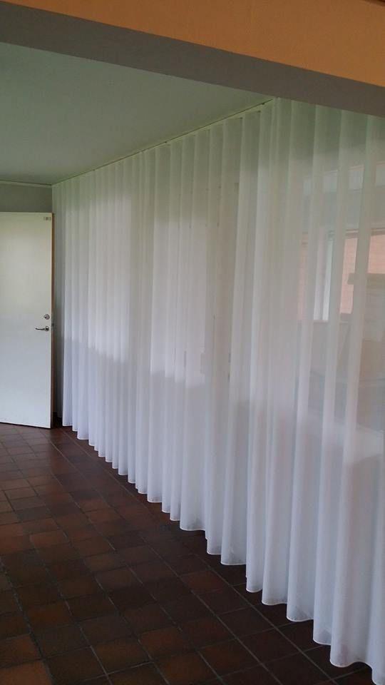 Wavegardiner monterade på Panela gardinskena
