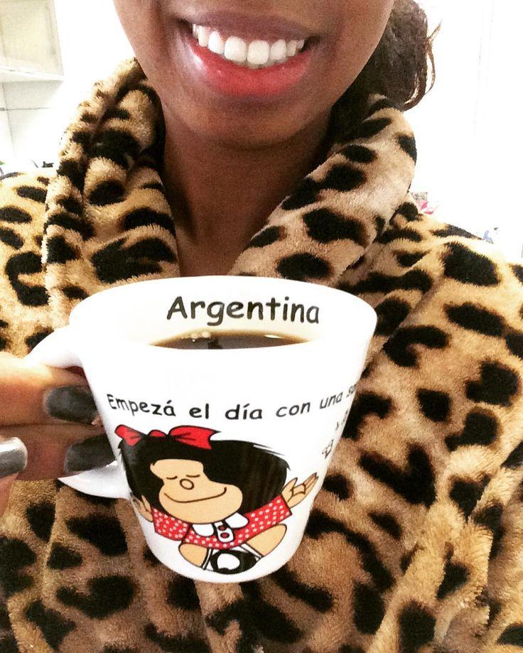 Comece o dia com um sorriso! Buenos Dias!  #Argentina #Lembranças #BuenosAires #AmoUmaCaneca  #Mafalda #Coffe #SorrirSempre #CaféSempre by naiane.nani