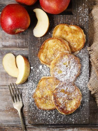 Recette de Beignets de pommes au rhum - Marmiton