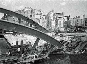 BERLIN 1946 Die zerstörte Schlossbrücke Charlottenburg vor dem  Wiederaufbau.